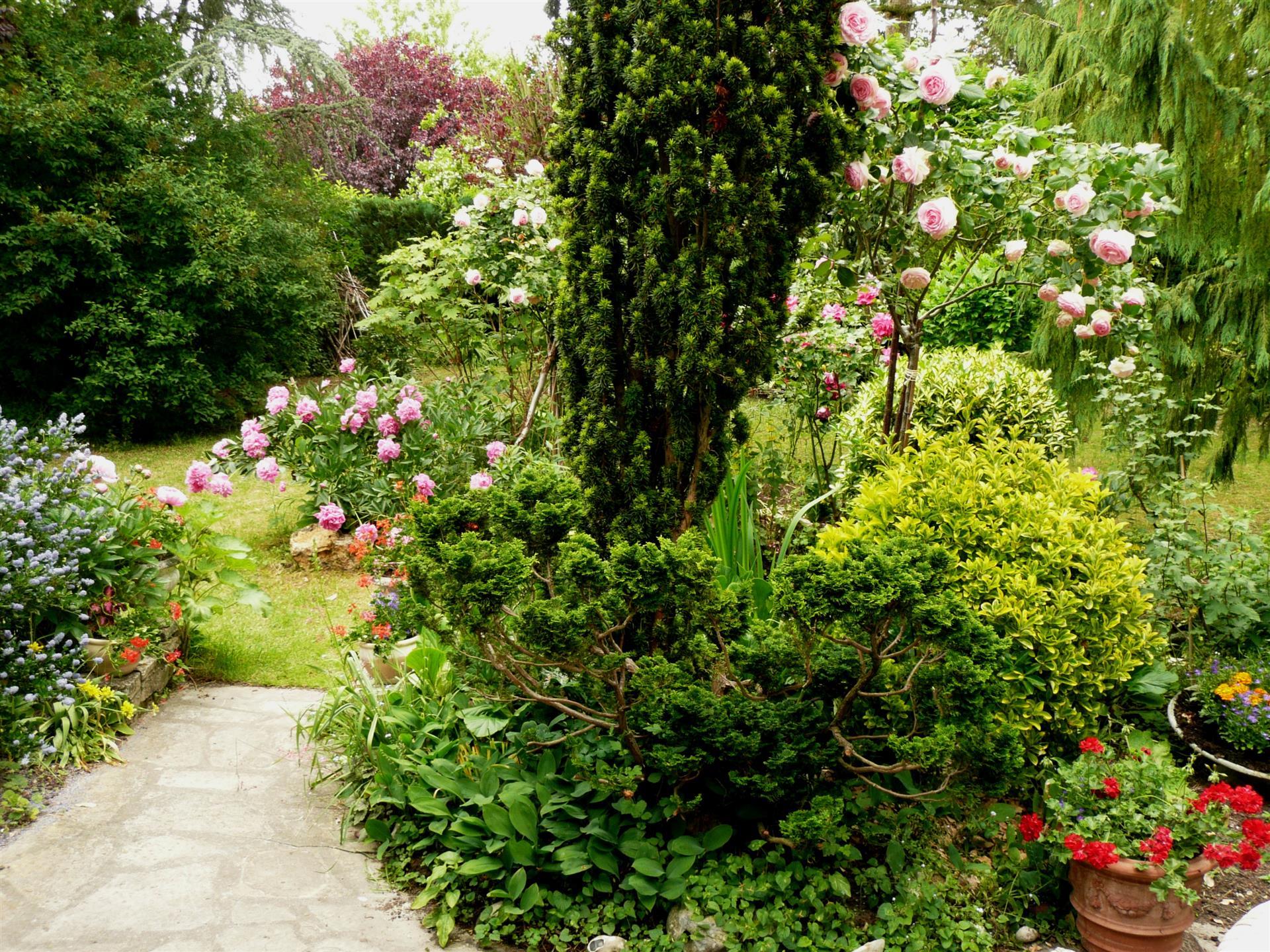 Jardin En Pente Comment Faire comment agrandir visuellement son jardin ?